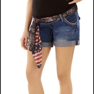 Wallflower belted maternity jean shorts S